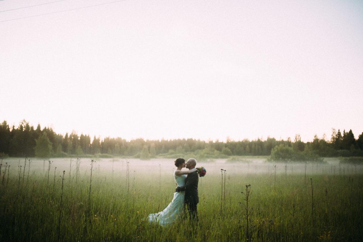 Destination Wedding Finnland couple shots sunset
