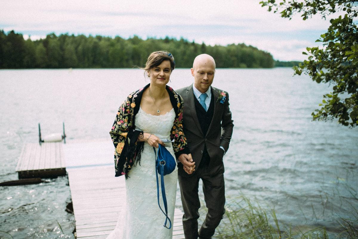 Destination Wedding Finnland Bräutigam empfängt Braut Steeg