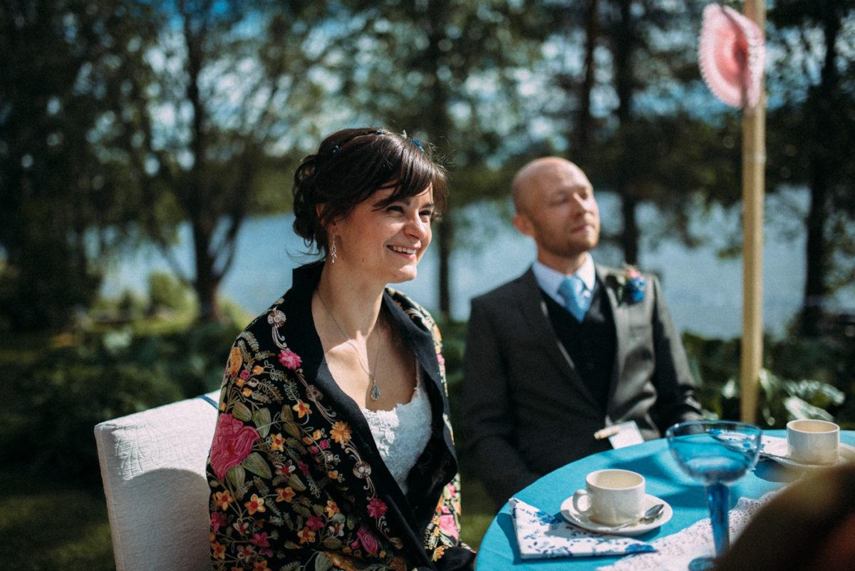 lachende Braut Reportage freie Trauung