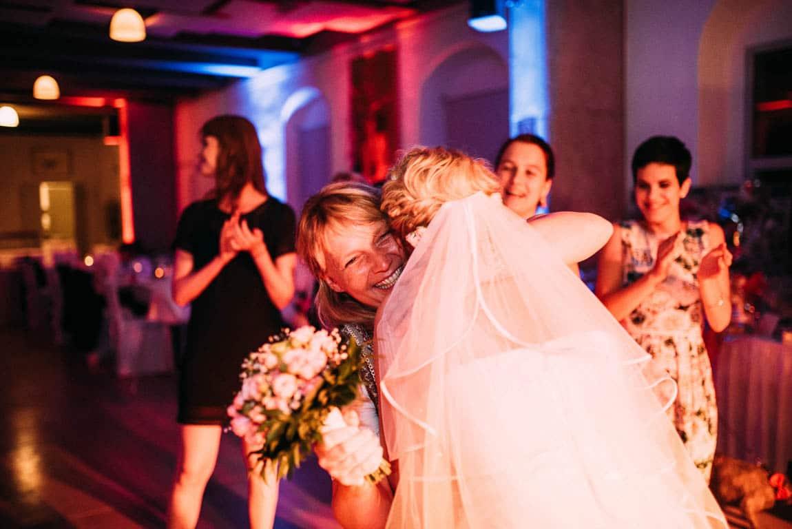 Brautstrauß werfen Hochzeit
