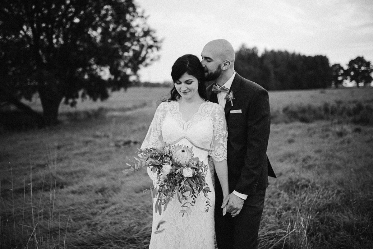 Landhochzeit Hochzeit Paarshooting natürlich rustikal authentisch ungestellt perfekt