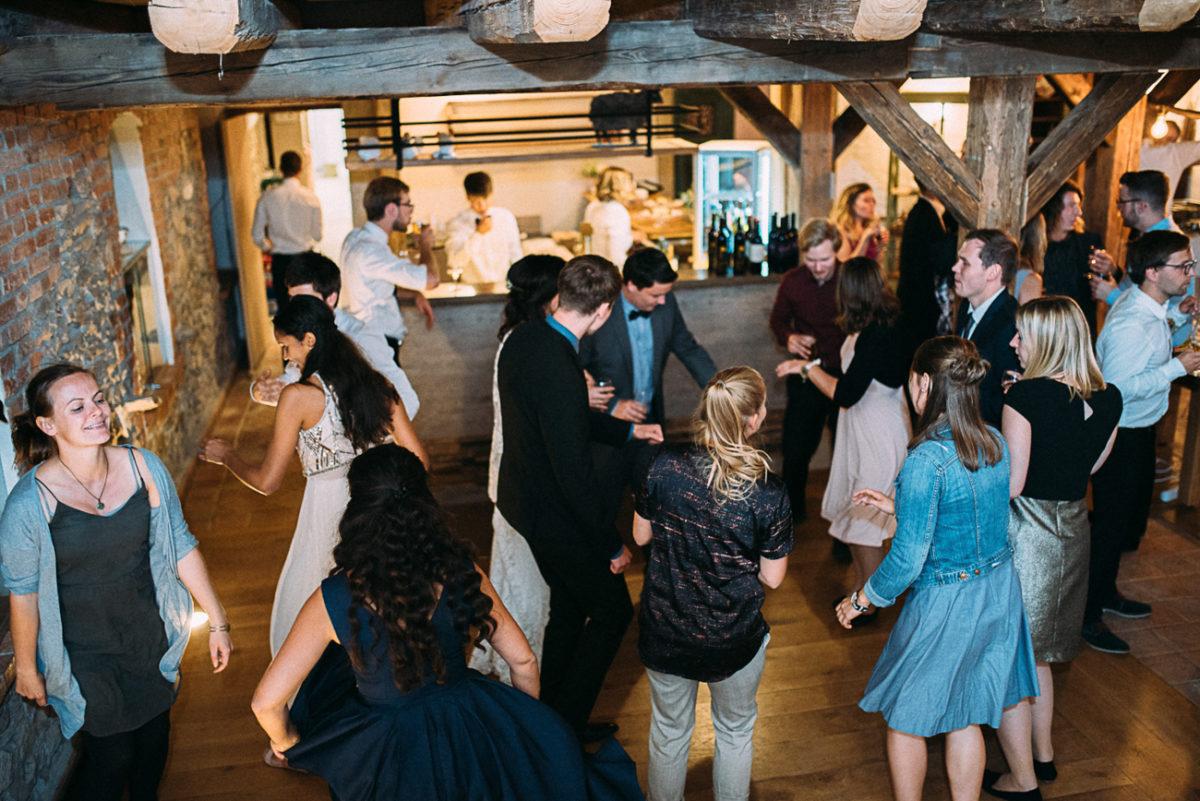 Landhochzeit Gut Neumark Momente Gäste Augenblicke first dance Party