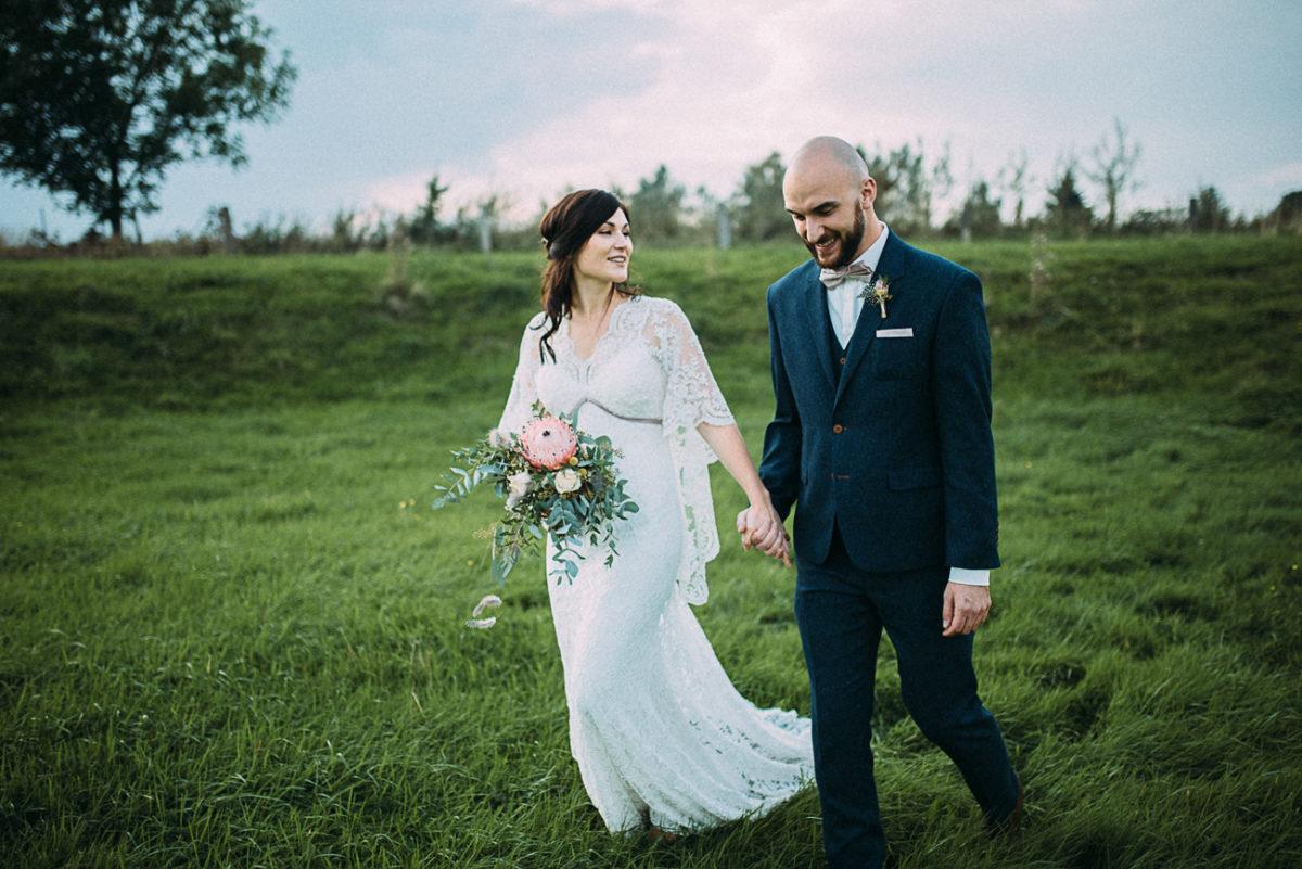 Hochzeit Paarshooting natürlich rustikal authentisch ungestellt perfekt