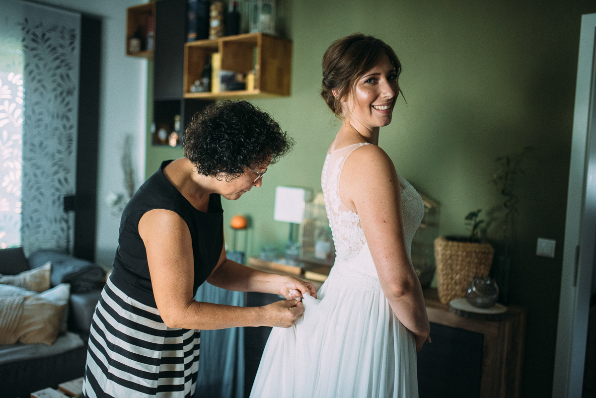 Nürnberg Momente getting ready Hochzeit Braut