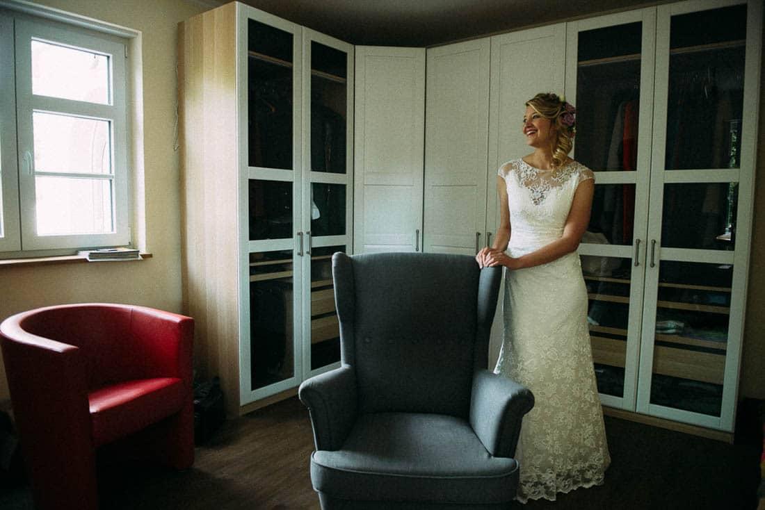 Getting ready Braut zu Hause